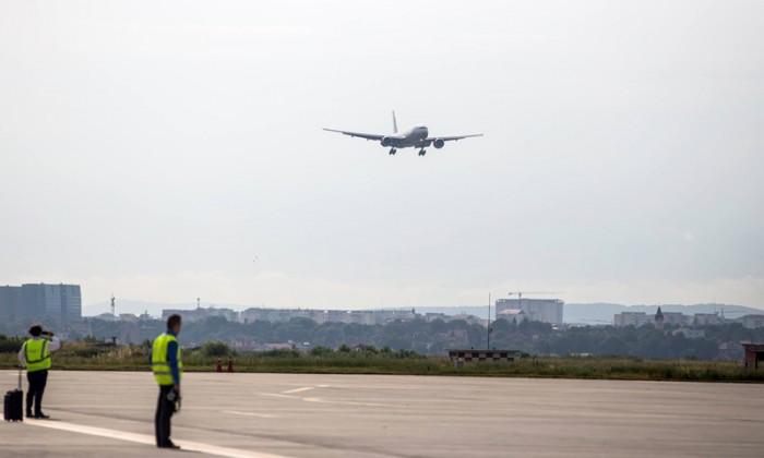 foto-video-cel-mai-mare-avion-care-a-aterizat-vreodata-in-transilvania-a-ajuns-la-sibiu-41491