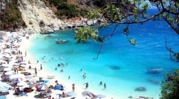 concediu-in-grecia-sibienii-impartiti-intre-a-alege-o-alta-destinatie-sau-all-inclusive-pe-o-plaja-elena-33092