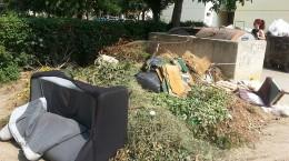 ce-cartier-arunca-mai-multa-mobila-la-gunoi-33545