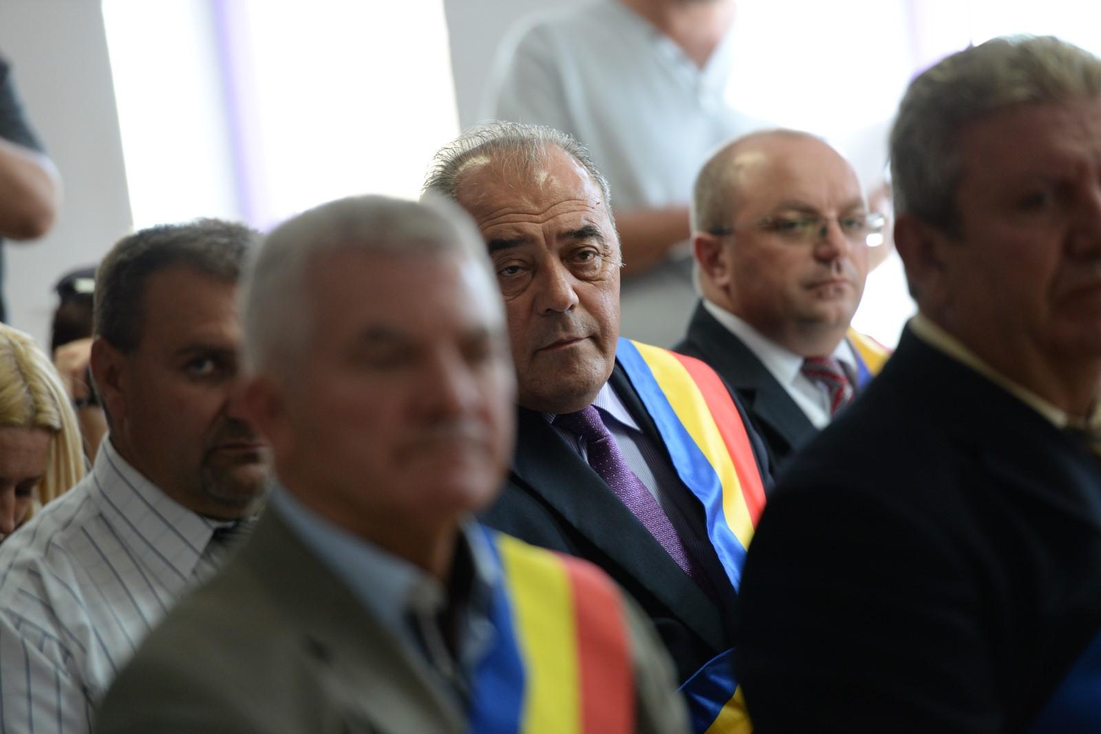 Nicolae Dancu (foto centru) este printre cei mai vechi primari din județ. Și printre cei care a implementat cele mai multe proiecte din fonduri nerambursabile