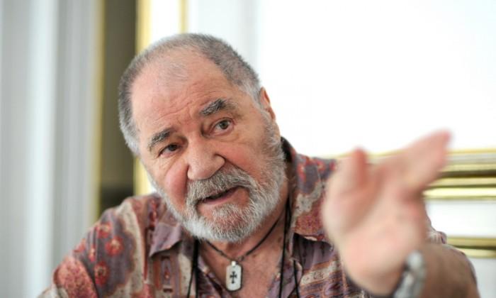 Actorul Ion Besoiu acorda un interviu in Sibiu, in 26 august 2009.