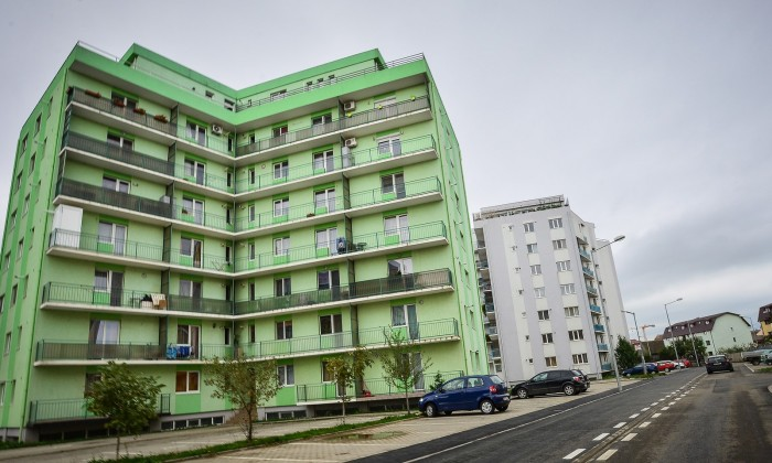 blocuri noi cartier alma strada frunzei asfalt parcari (Copy)