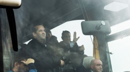 Primul ministru Victor Ponta inspecteaza cei 22 de km ai lotului 3 al autostrazii Sibiu-Orastie dintr-un autocar, alaturi de Ministrul Transporturilor Ioan Rus, vineri, 14 noiembrie 2014.