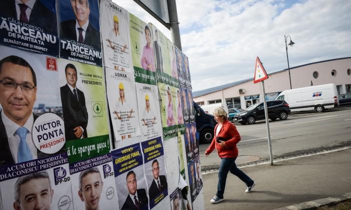 pont afise panou electoral alegeri presedinte 2014 piata cibin (Copy)