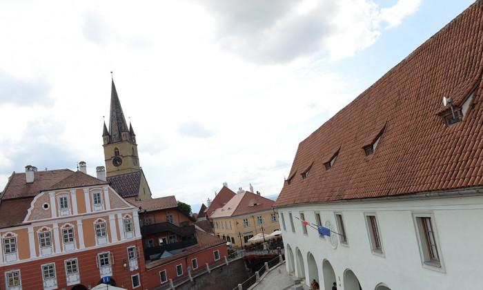 sibiu piata mica biserica evanghelica casa artelor(3)