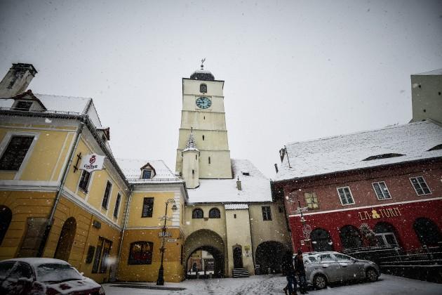 sibiu iarna piata mica ninsoare