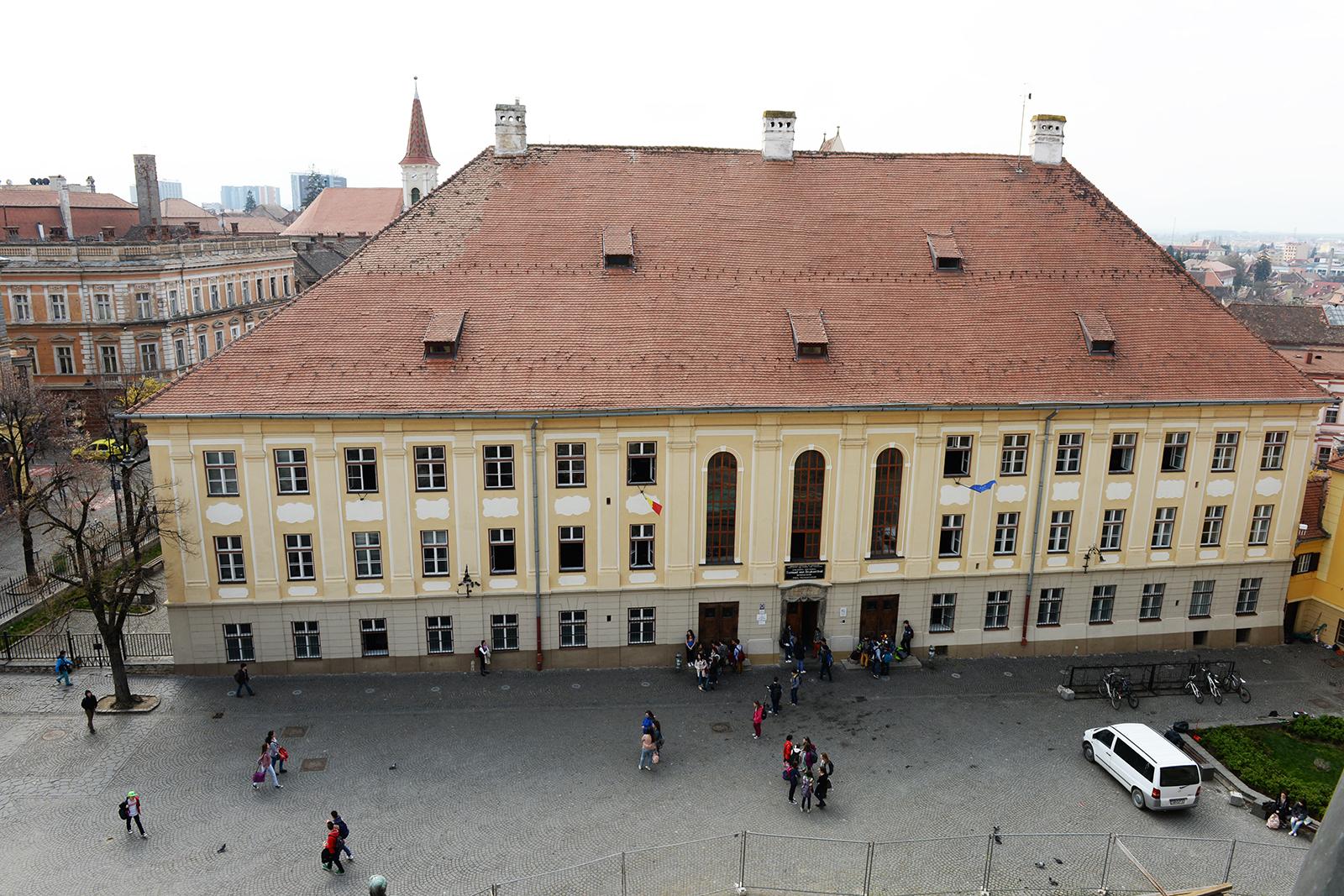"""Colegiul """"Samuel von Brukethal"""" este una din școlile de elită ale Sibiului unde cursurile au loc și după-amiaza"""