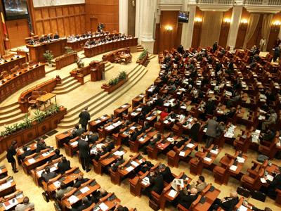 Motiunea de cenzura, depusa de 140 deputati ai Partidului Social Democrat, este prezentata si dezbatuta la Palatul Parlamentului, in Bucuresti, miercuri, 3 octombrie 2007. SILVIU MATEI / MEDIAFAX FOTO