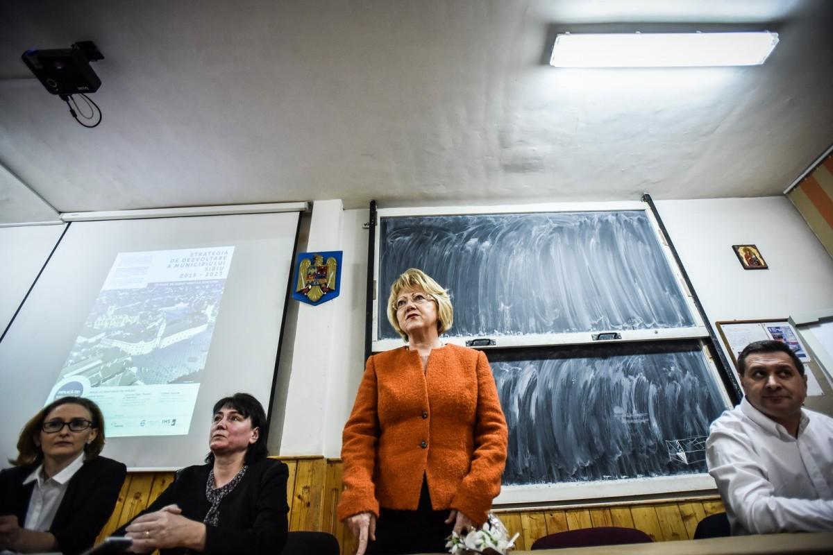 dezbatere publica strategia de dezvoltare Sibiu Astrid Fodor, Popa si Bokor (4) (Copy)