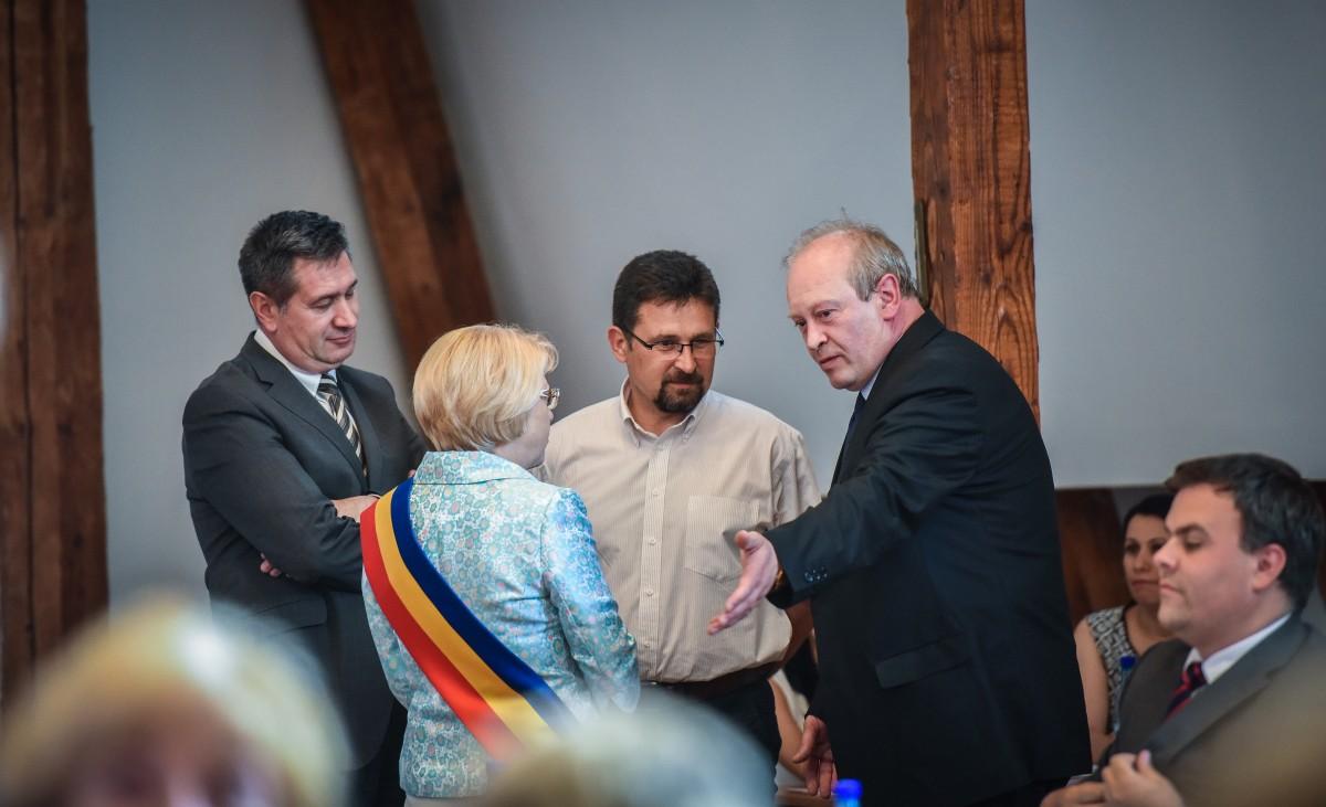 Tiberiu Drăgan (foto centru) este propunerea PNL pentru postul vacant de viceprimar