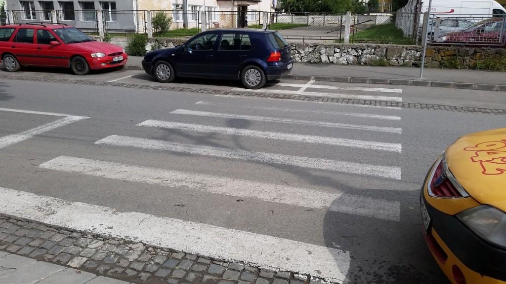 trecere pietoni circulatie situatii periculoase strada vasile aaron