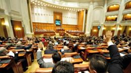 Sedinta comuna a Senatului si Camerei Deputatilor, in Bucuresti, miercuri, 4 noiembrie 2009. Guvernul propus de premierul desemnat Lucian Croitoru, format din 14 ministri, doar doi dintre ei cu aviz favorabil din partea comisiilor de specialitate, incearca, miercuri, sa obtina votul de investitura din partea Parlamentului, insa un rezultat favorabil acestuia este putin probabil. BOGDAN MARAN / MEDIAFAX FOTO
