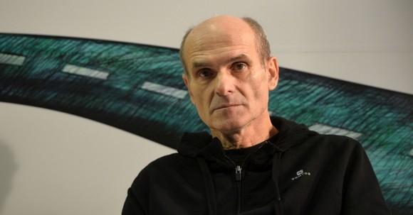 """Jurnalistul Cristian Tudor Popescu asteapta inceperea evenimentul de lansare a volumului """"Filmar"""", in cadrul Targului de Carte Gaudeamus, in Bucuresti, duminica, 24 noiembrie 2013. ANDREEA ALEXANDRU / MEDIAFAX FOTO"""