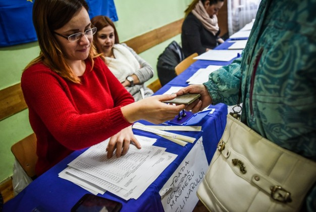 alegeri-parmalmentare-2016-vot-sectie-votare-25