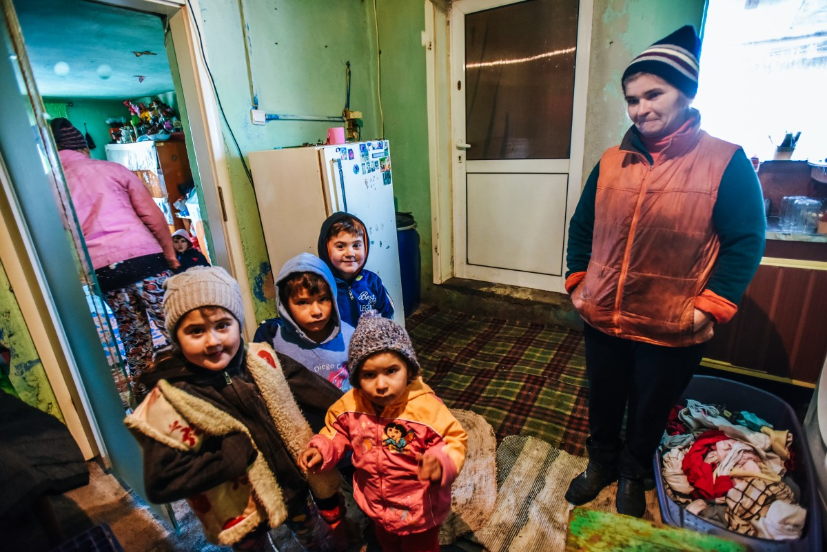familia-tanase-cristian-casa-arsa-copii-20