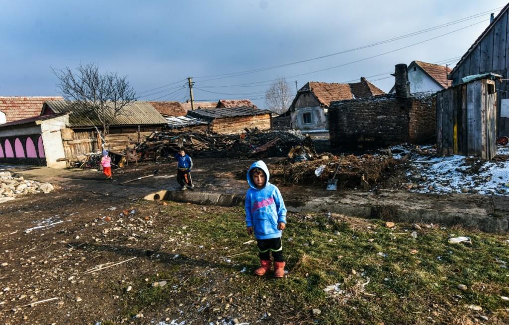 familia-tanase-cristian-casa-arsa-copii-24