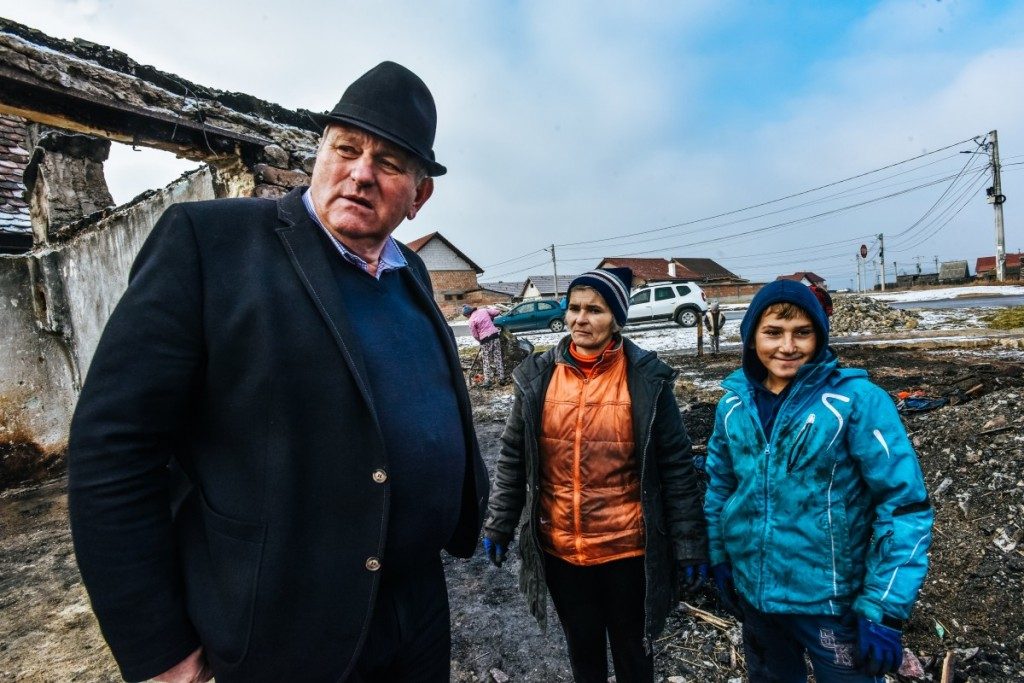 primar-seuchea-familia-tanase-cristian-casa-arsa-copii-10