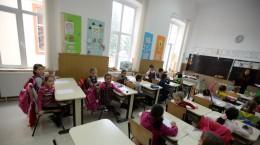 scoala-copii-elevi-racovita-2