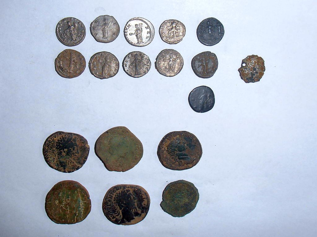 Monede romane din argint şi bronz