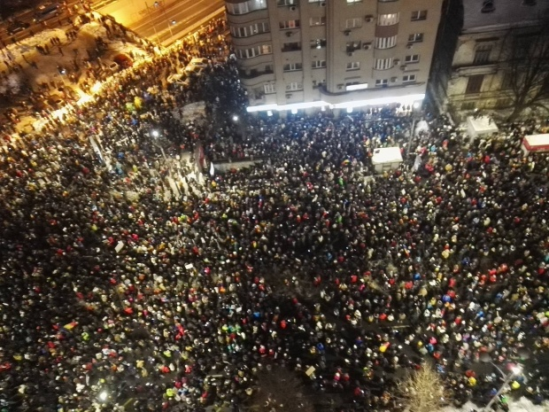 incidente-la-protestul-din-piata-victoriei-apelul-jandarmeriei-pentru-protestatari-431743