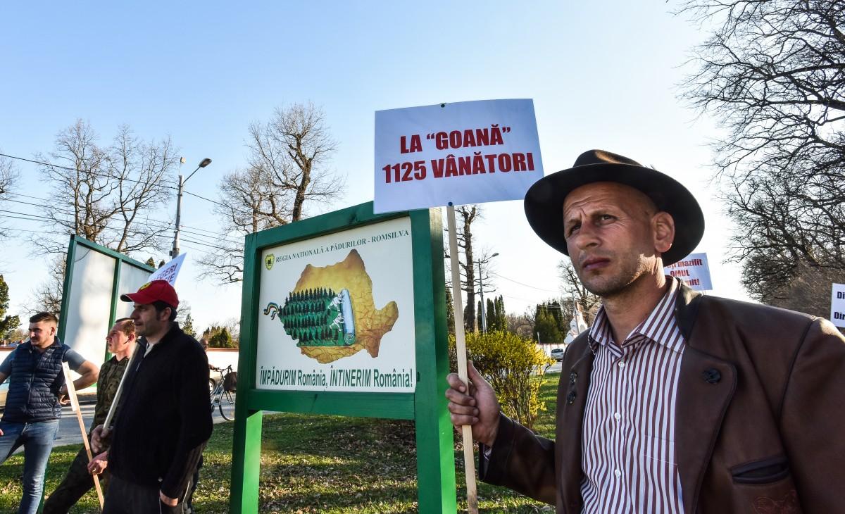 protest vanatori si pescari directia silvica (1)