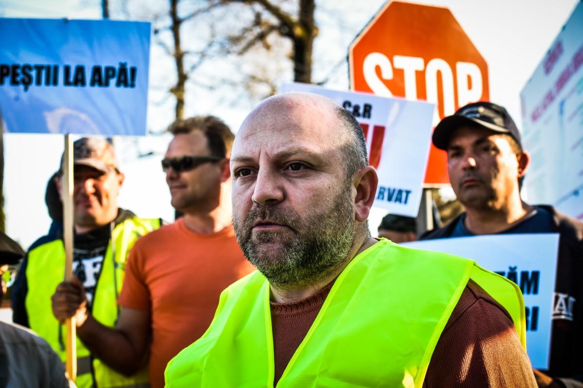 Romeo Stoicescu protest vanatori si pescari directia silvica (14)