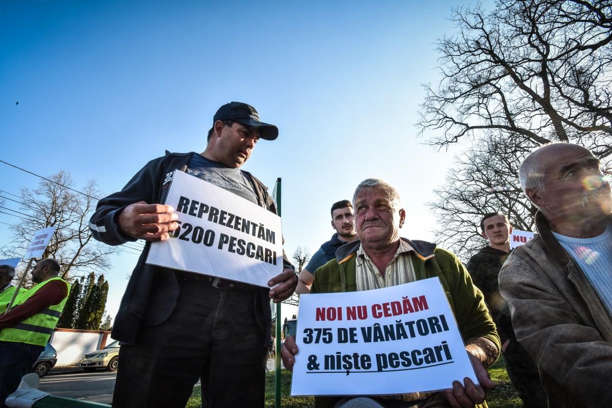 protest vanatori si pescari directia silvica (2)