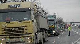 trafic blocat circulatie tiruri DN 1 Vestem politist politie (4)