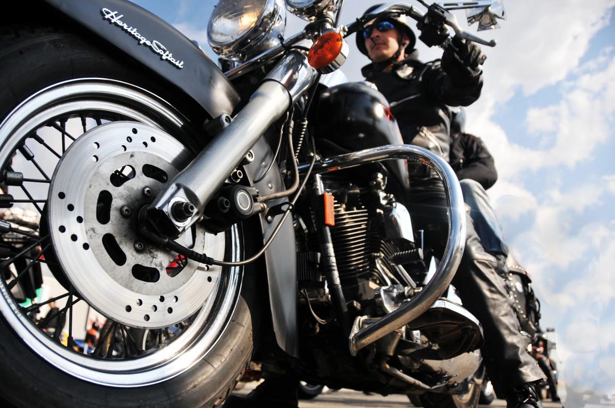 Pe Motoare Riding School