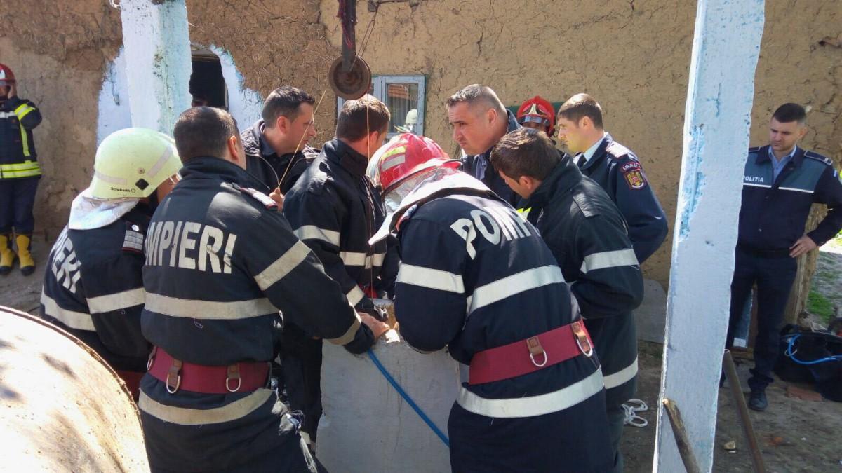 pompieri ISU salvare copil cazut put