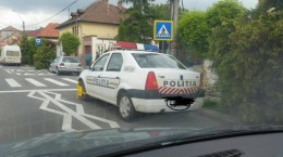 masina-politie-roti-blocate