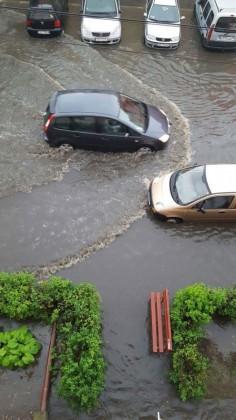 inundatii strada hategului ploaie (3)