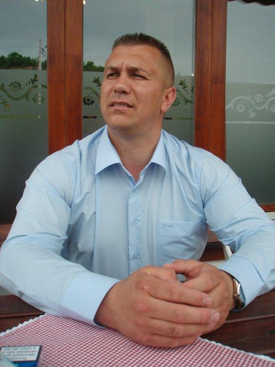 Sorin Jurju a luat 3.000 de euro pentru a face rost de un permis cuiva care nu mergea nici la examene. Foto: Facebook