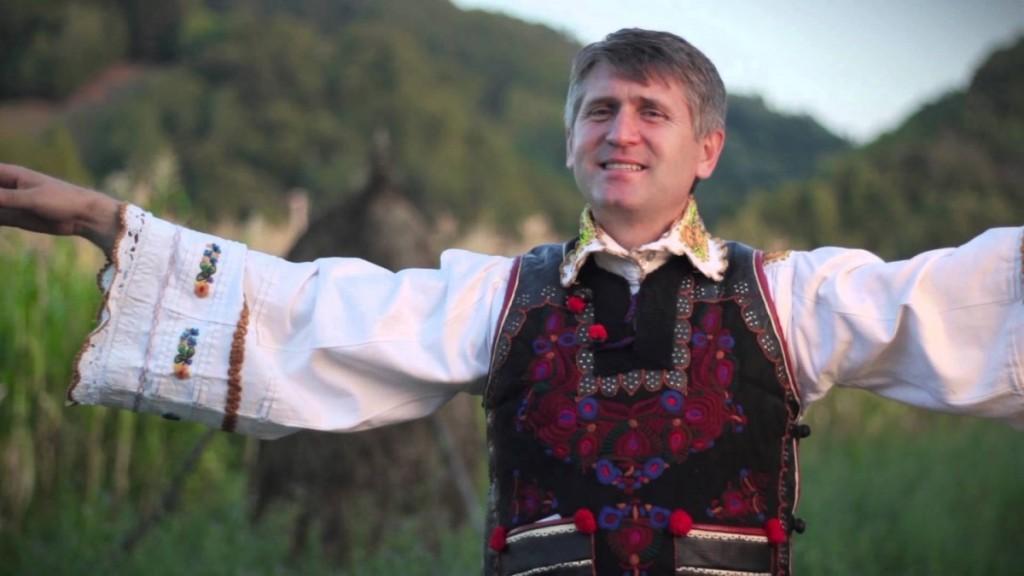 """Cristian Pomohaci, primit cu aplauze la Gura Rîului  """"Prin părintele"""