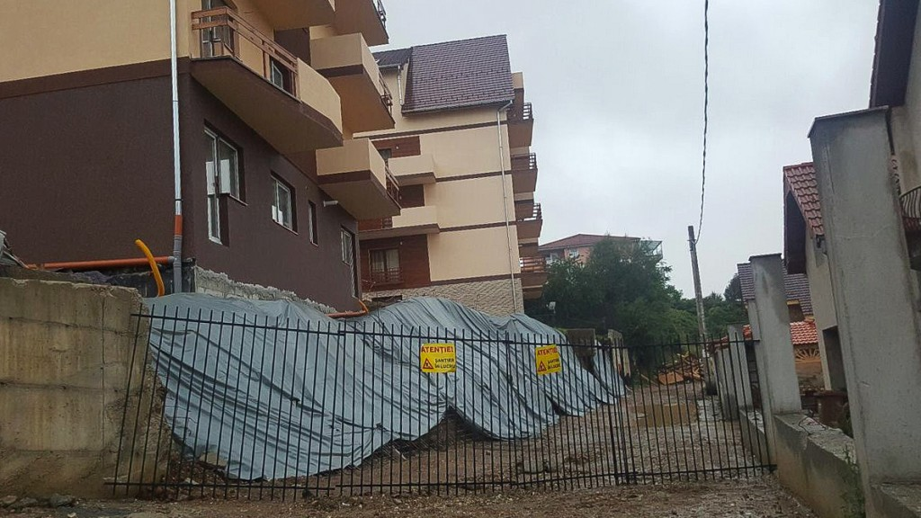 alunecare teren strada Islazului zid cazut ploi (1)