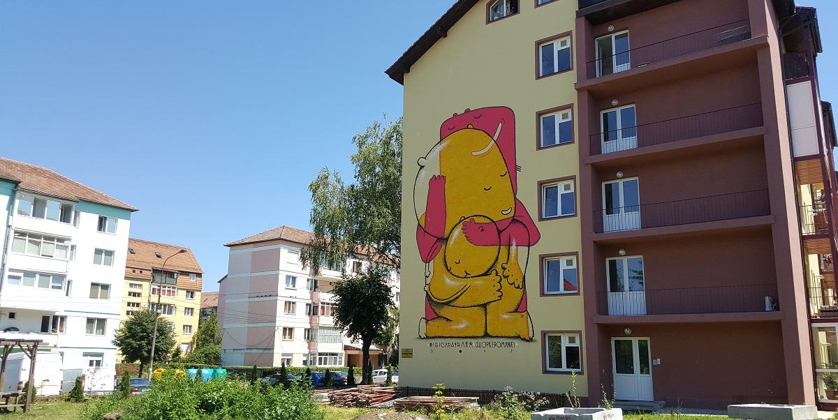 Prima lucrare realizată pe o clădire aflată în proprietate privată. Este semnată de Pisica Pătrată