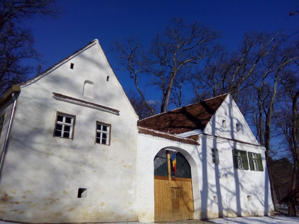 Casele din Hamba - stanga si Seica Mica - dreapta