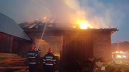 incendiu ISU pompieri (3)