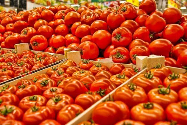 legume rosii supermarket magazin produse rafturi mall (5)