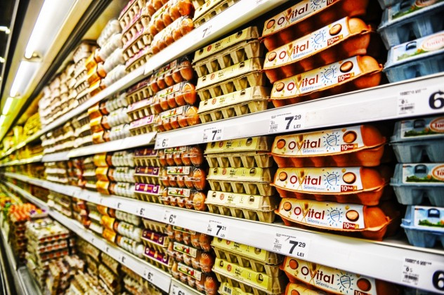 mancare oua supermarket magazin produse rafturi mall (9)