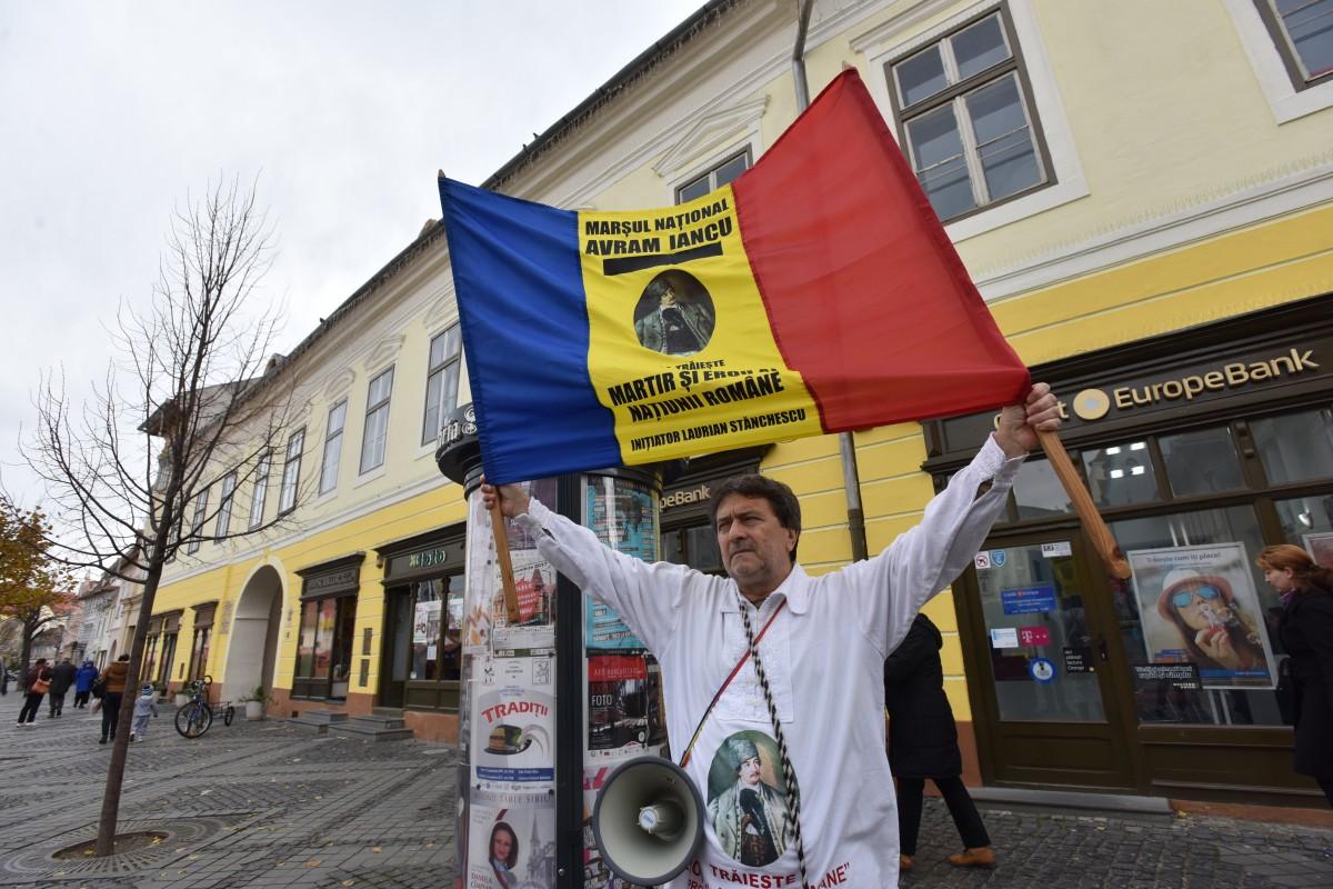 protest bust avram iancu (5)