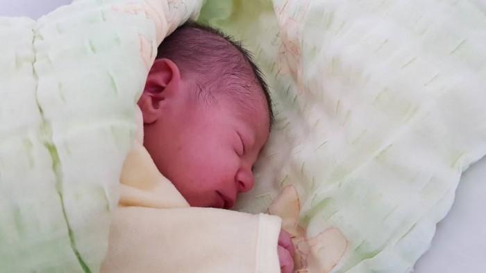 fetita nascuta in masina (1)
