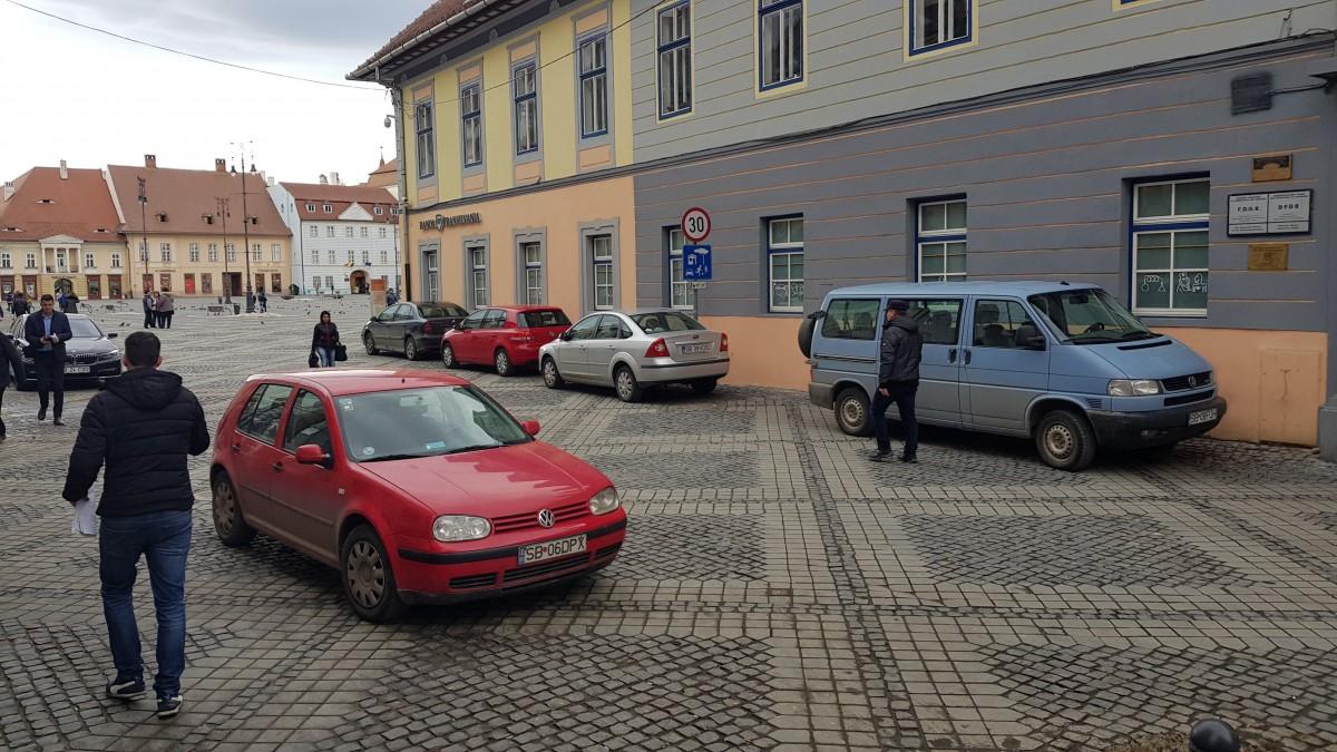 masini parcate piata mare