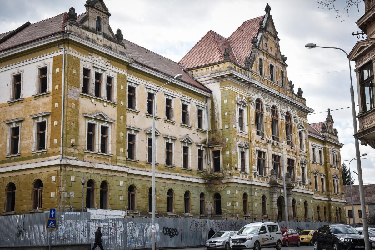 Reabilitarea Palatului Justiției a intrat într-un blocaj care pune magistrații pe drumuri de peste opt ani
