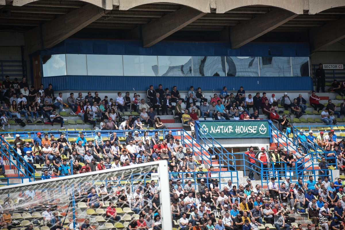 Suportul tribunei oficiale a stadionului a avut nevoie de reparații mai ample decât se considera inițial