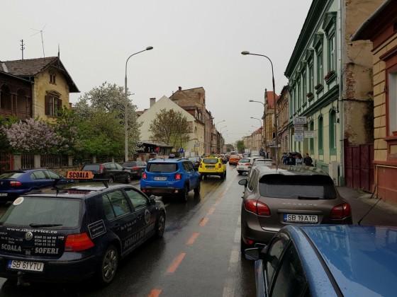 masina scoala soferi victoriei trafic sibiu masini aglomeratie circulatie