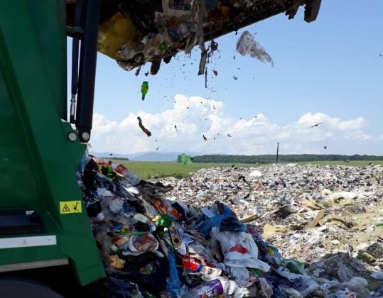 deseuri plastic groapa de gunoi 12