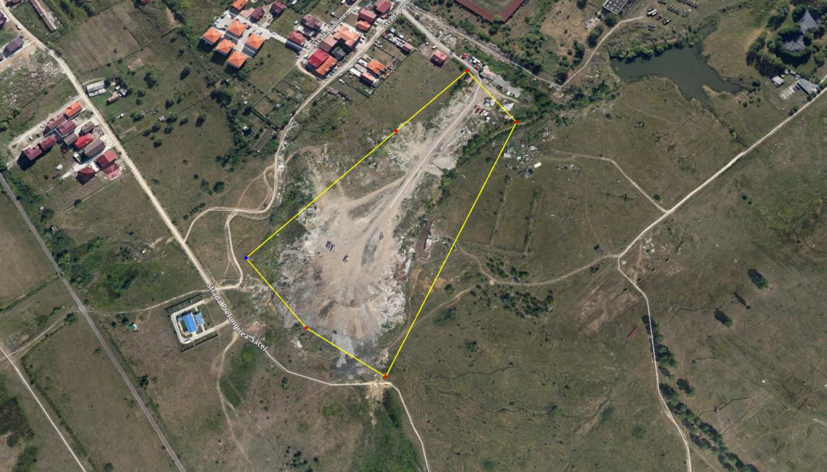 Terenul pe care ar urma să fie amenajat viitorul parc a fost folosit de DPC pentru depozitarea deșeurilor din construcții. Sursa foto: Google Earth