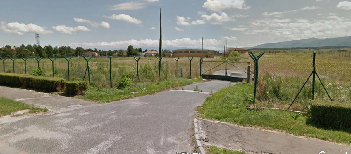 Înspre terenul respectiv, accesul se face din șoseaua Alba Iulia. Sursa foto: Google Street View