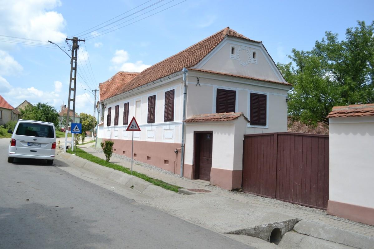 Clădirea pensiunii Veseud 11, văzută din stradă